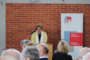 Bundestagskandidatin Eva Maria Linsenbreder bei ihrer Rede