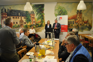 Volkmar Halbleib und Doris Rauscher in der Diskussion mit den Gästen