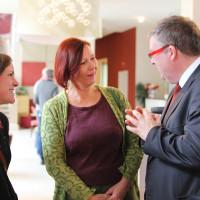 Volkmar Halbleib begrüßt die Teilnehmerinen am Frauenempfang