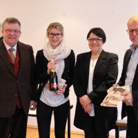 Ilse Hohmeier (Zweite von rechts) und ich bedanken sich bei Elisabeth Kahr und Helmut Stahl (rechts) für viele hilfreiche Tipps zum Thema Barrierefreiheit. Foto: Traudl Baumeister