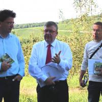 Diskussion über das Vorhaben in der Nordheimer Au mit Florian von Brunn und Björn Schotta.
