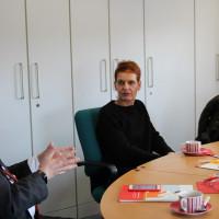 Die dringende Bitte nach besserer finanzieller und personeller Ausstattung für Frauenhäuser nach München zu trag, gab Frauenhausleiterin Britta Richl (Mitte) uns mit auf den Weg.
