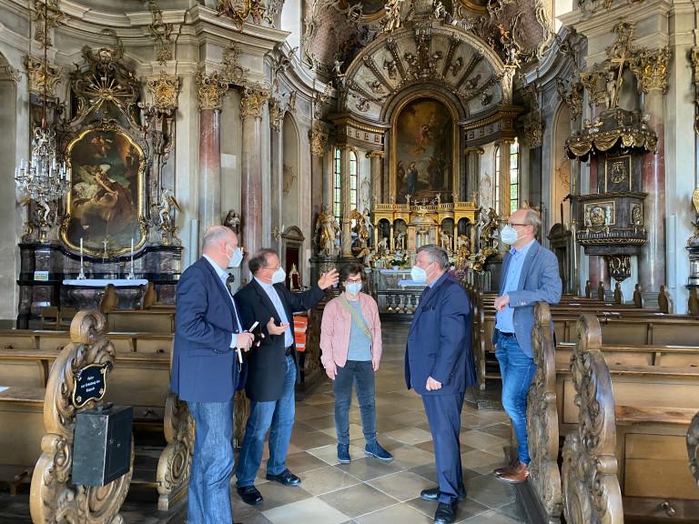 Informierten sich bei Pfarrer Josef Treutlein (Zweiter von links) über die geplante Sanierung des Würzburger Käppele (von links): Bernd Rützel, Freya Altenhöner, Volkmar Halbleib und Alexander Kolbow.